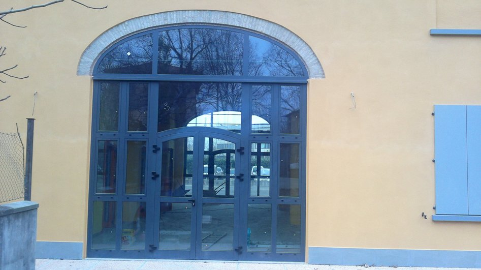 Finestre in alluminio e pvc s i c infissi for Planimetrie per cabine ad arco